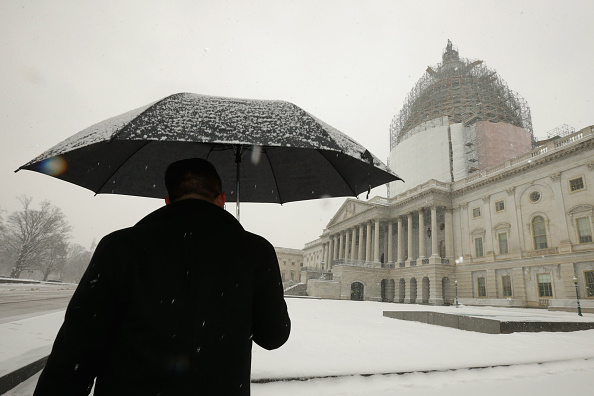 Washington DC「Winter Storms Brings A Few Inches Of Snow To D.C.」:写真・画像(2)[壁紙.com]