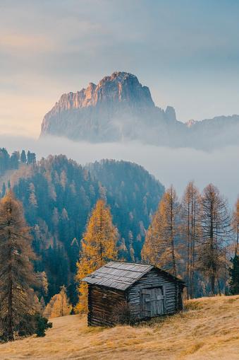 European Alps「Small village in Dolomites, Italy」:スマホ壁紙(9)