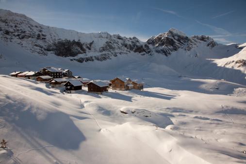 Chalet「small village on swiss alps in snow」:スマホ壁紙(3)