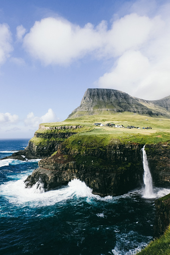 Steep「Small village above one of themes beautiful waterfalls in the world on Faroe Islands」:スマホ壁紙(13)