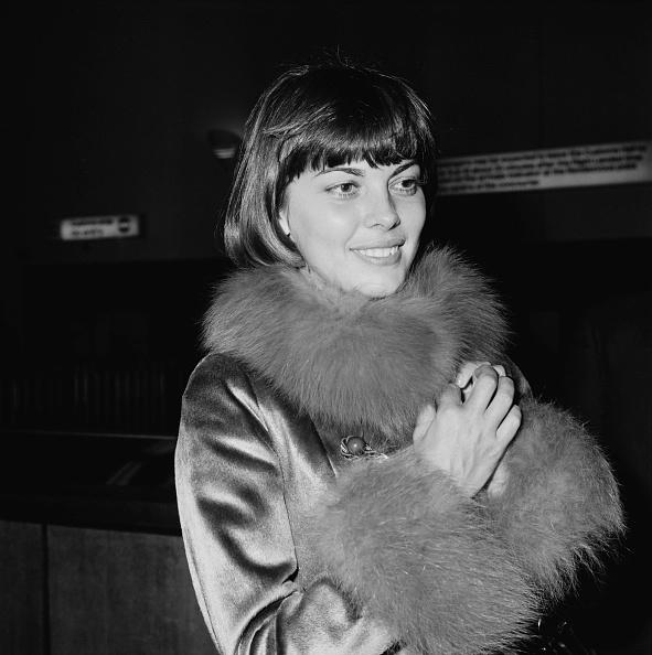 女性歌手「Mireille Mathieu」:写真・画像(11)[壁紙.com]