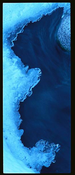 Ice Formations over River:スマホ壁紙(壁紙.com)