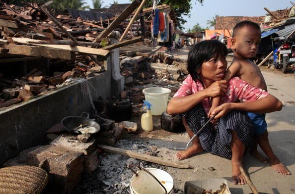 Paula Bronstein「Deadly Earthquake Hits Central Java」:写真・画像(12)[壁紙.com]