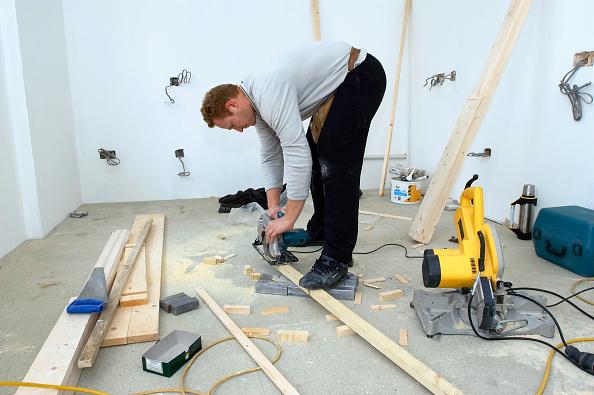 Craftsperson「Builders using a sander on a plank of wood.」:写真・画像(4)[壁紙.com]