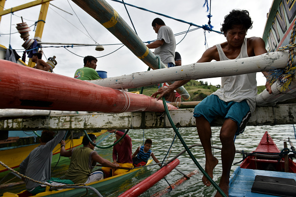 Fisherman「Filipino Fishermen On The Front Line Of South China Sea Dispute」:写真・画像(0)[壁紙.com]