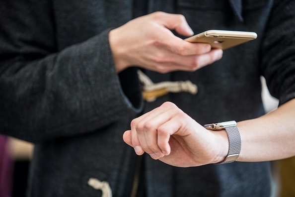 Apple Watch「Apple Watch Goes On Display At Apple Inc. Stores Ahead Of Sales Launch」:写真・画像(6)[壁紙.com]