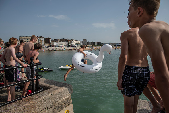 Weather「Met Office Issue Weather Warning As Temperatures Soar Across The UK」:写真・画像(3)[壁紙.com]