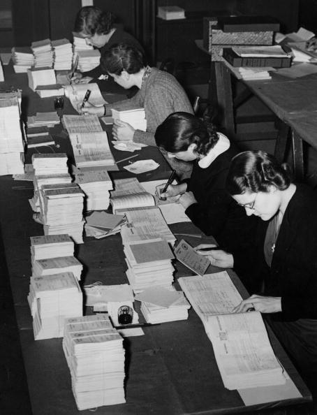 Writing「Preparing The Books」:写真・画像(19)[壁紙.com]