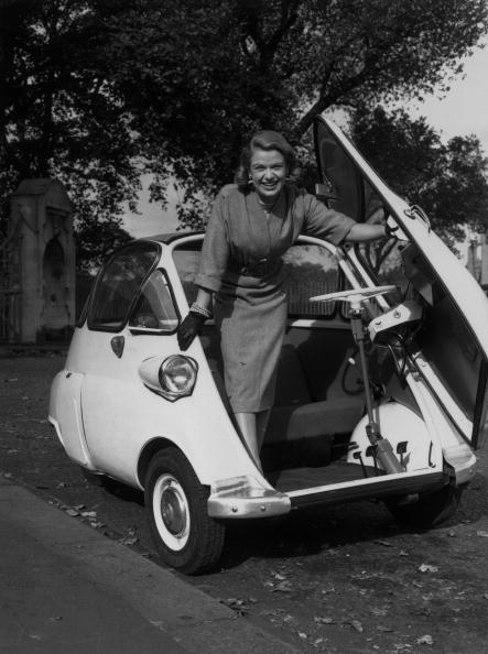 Fred Morley「Bubble Car」:写真・画像(1)[壁紙.com]