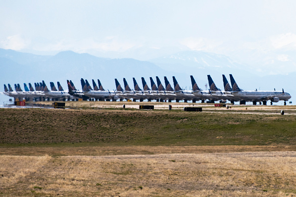 Air Vehicle「United Planes Sit Parked At Denver International Airport, As The Coronavirus Pandemic Severely Halts Airline Travel」:写真・画像(4)[壁紙.com]
