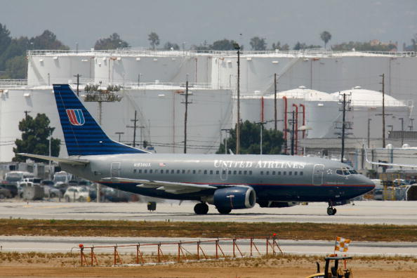 LAX Airport「United Airlines Removing Planes From Fleet And Cutting Around 1,000 Jo」:写真・画像(7)[壁紙.com]