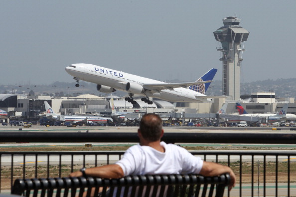 LAX Airport「Flight Delays Feared As Sequester Forces Air Traffic Controller Furloughs」:写真・画像(2)[壁紙.com]