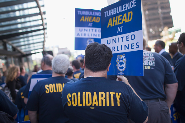 Employment And Labor「Airline Workers Protest Outside United Shareholders' Meeting」:写真・画像(16)[壁紙.com]