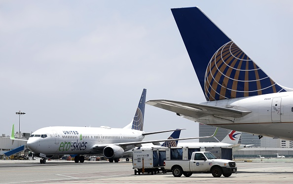 "LAX Airport「United Airlines' Ecologically Friendly ""Flight For The Planet"" Arrives At LAX」:写真・画像(13)[壁紙.com]"