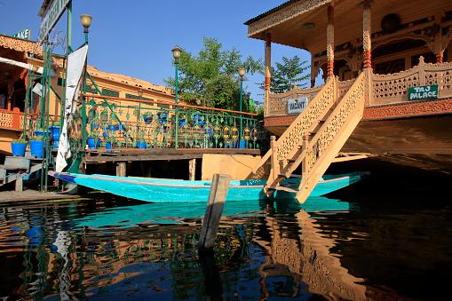 Fretwork「Lake Dal scene in Kashmir.」:スマホ壁紙(14)