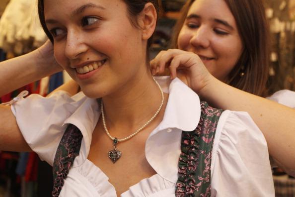 Personal Accessory「Dirndl And Lederhosen Stores Hope For Strong Oktoberfest Sales」:写真・画像(8)[壁紙.com]
