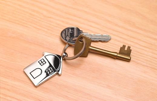 Keyring Charm「New home, house keys on desk」:スマホ壁紙(14)
