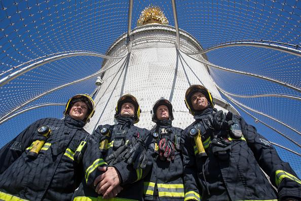 女「Firefighters Commemorate The 350th Anniversary Of The Great Fire Of London」:写真・画像(19)[壁紙.com]
