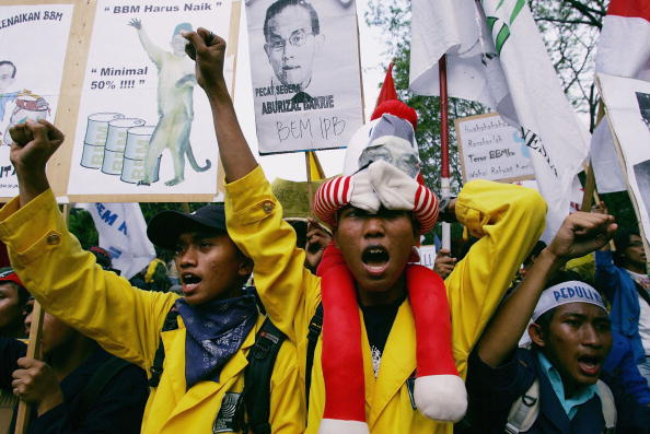 Human Arm「Fuel Price Hikes Spark Anti Government Protests」:写真・画像(6)[壁紙.com]
