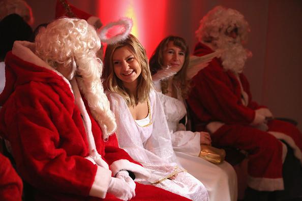 Volunteer「Volunteer Student Santas Prepare For Christmas Season」:写真・画像(15)[壁紙.com]