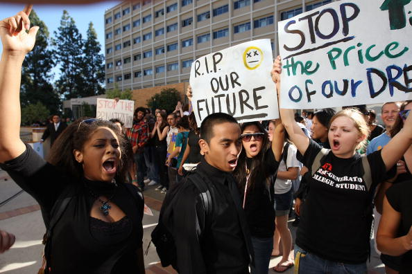 University of California「University Of California Students Protest 32 Percent Fee Hike」:写真・画像(17)[壁紙.com]
