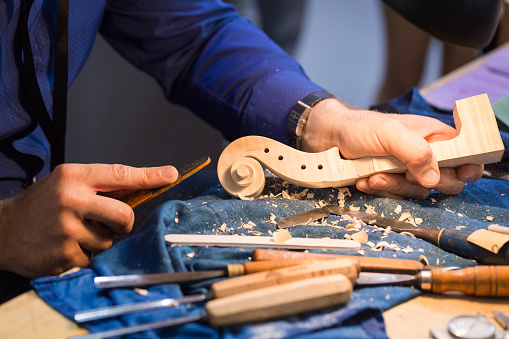 Violin「craftsperson carving violin」:スマホ壁紙(16)