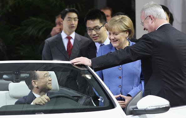 Wolfsburg - Lower Saxony「Wen Jiabao Visits Volkswagen Factory」:写真・画像(9)[壁紙.com]