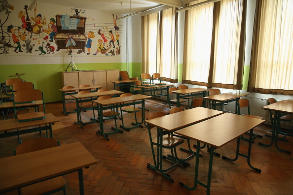 Empty「As Thousands Of Schools Close, One Struggles To Stay On」:写真・画像(9)[壁紙.com]