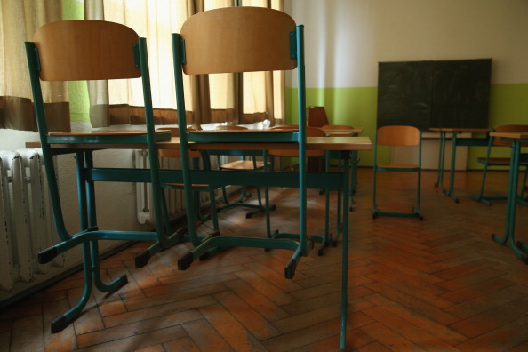 Empty「As Thousands Of Schools Close, One Struggles To Stay On」:写真・画像(18)[壁紙.com]