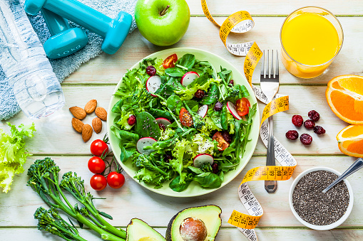 Dieting「Healthy eating and exercising concepts: Fresh healthy salad, dumbbells and tape measure」:スマホ壁紙(11)