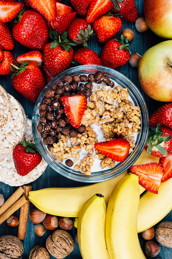 Chestnut - Food「Healthy eating concept - strawberries, bananas and cereals」:スマホ壁紙(19)