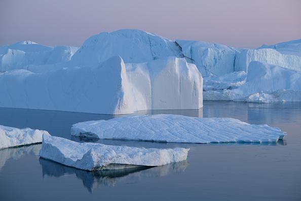 Iceberg - Ice Formation「Western Greenland Hit By Unseasonably Warm Weather」:写真・画像(1)[壁紙.com]