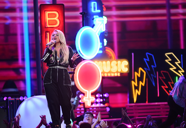 Fox Photos「FOX's Teen Choice Awards 2018 - Show」:写真・画像(16)[壁紙.com]