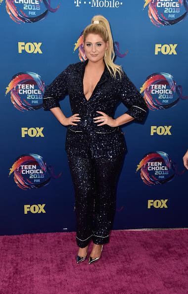 背景に人「FOX's Teen Choice Awards 2018 - Arrivals」:写真・画像(12)[壁紙.com]