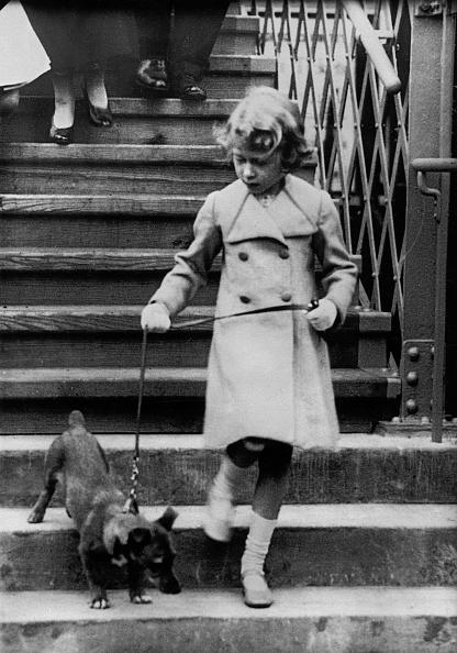 犬「Princess Elizabeth of England takes her dog for a walk. Photograph. Around 1931.」:写真・画像(16)[壁紙.com]