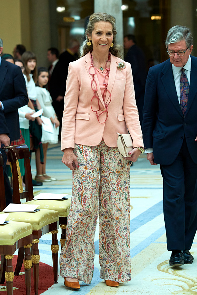 Princess Elena of Spain「Princess Elena Attends Children's Painting Competition Awards」:写真・画像(3)[壁紙.com]
