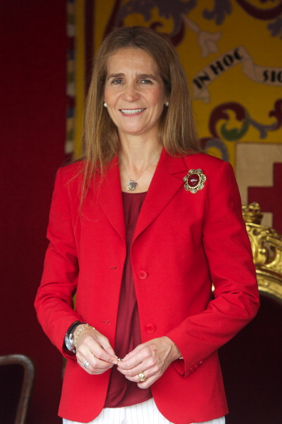 Princess Elena of Spain「Spanish Royals Attend Red Cross Fundraising Day 2012」:写真・画像(13)[壁紙.com]