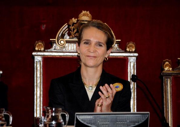 Princess Elena of Spain「Spanish Princess Elena Attends a Meeting With 'Salud 2000' Foundation」:写真・画像(8)[壁紙.com]