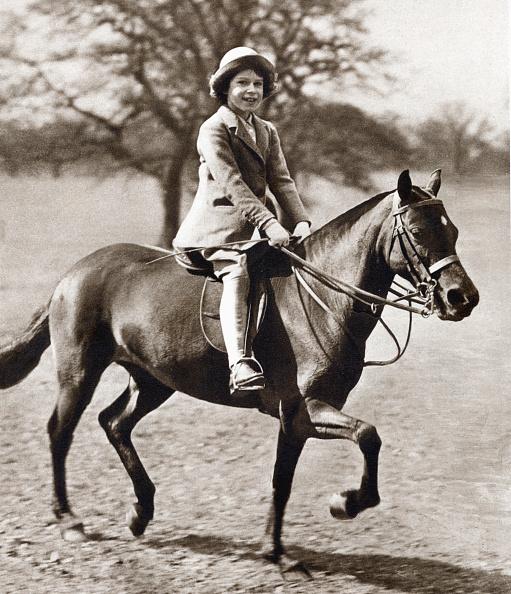 Horse「Princess Elizabeth riding her pony in Winsor Great Park, 1930s.」:写真・画像(9)[壁紙.com]