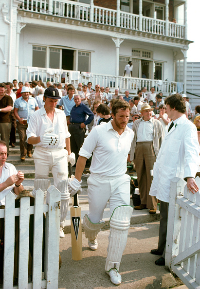 Club Soccer「Ian Botham comes out to bat in his first match as England Captain 1980」:写真・画像(13)[壁紙.com]