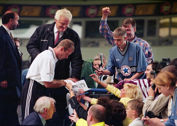 署名「Alan Shearer Signs for Newcastle United 1996」:写真・画像(16)[壁紙.com]
