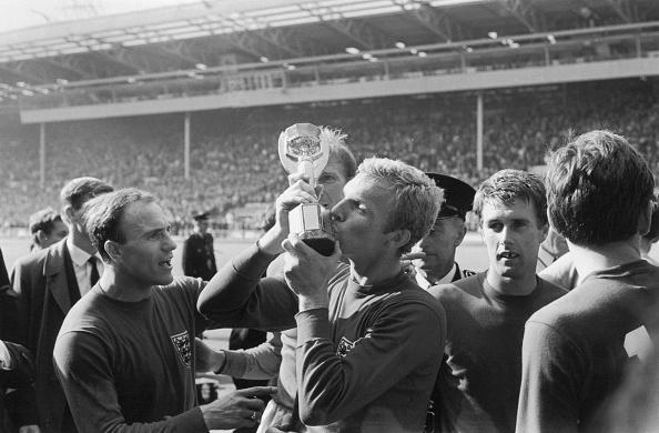 England「Kissing The Cup」:写真・画像(18)[壁紙.com]