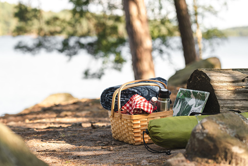Tent「A picnic basket full of food, coffee and blankets」:スマホ壁紙(6)