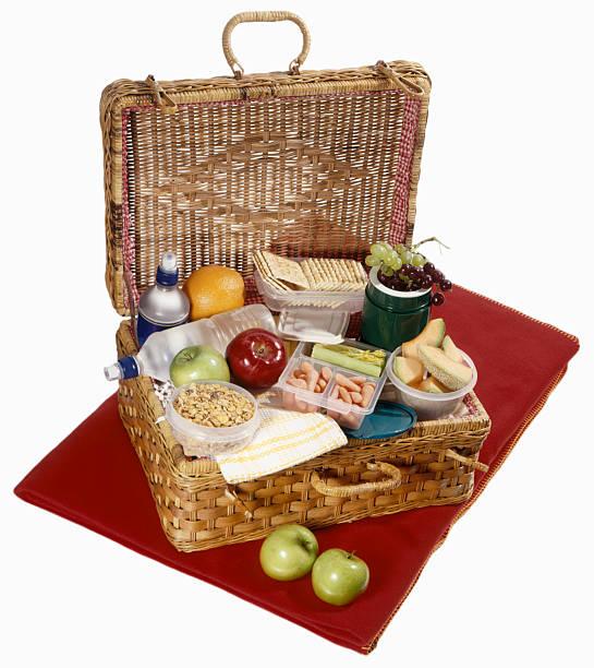 Picnic basket with healthy food on red blanket:スマホ壁紙(壁紙.com)