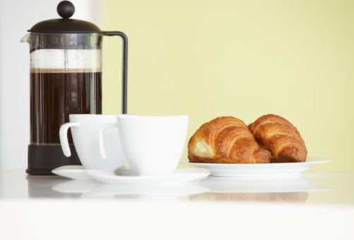French Press「Carafe with coffee cups and croissants」:スマホ壁紙(13)