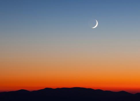 三日月形「満月」:スマホ壁紙(14)