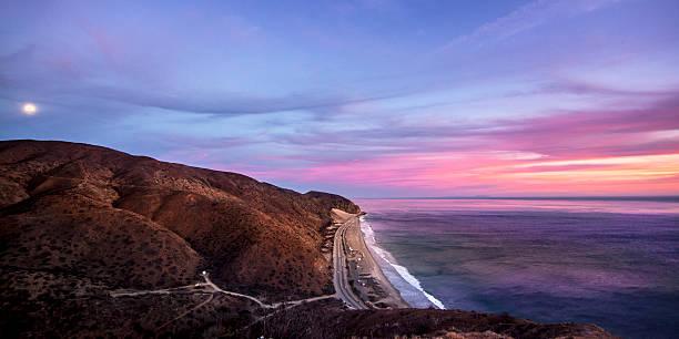 Moon rising over Santa Monica Mountain, Malibu, California, USA:スマホ壁紙(壁紙.com)