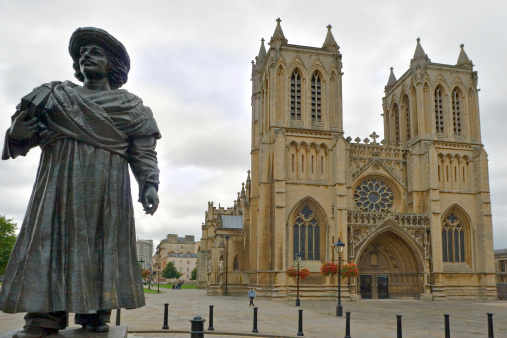 Town Square「Britol's Medieval Cathedral and Ram Mohan Roy's Statue」:スマホ壁紙(3)