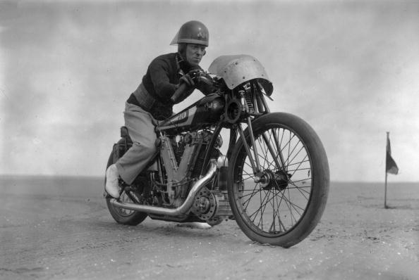 Douglas Miller「Speed Record」:写真・画像(9)[壁紙.com]