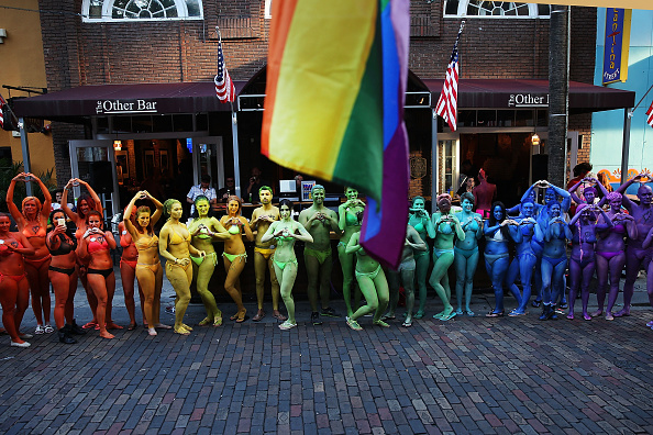フロリダ州オーランド「Orlando Continues To Mourn The Mass Shooting At Gay Club That Killed 49」:写真・画像(5)[壁紙.com]